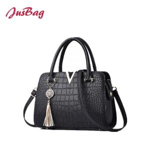 Lady handbag in crocodile grain-black